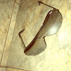 QUAY MIRROR SUNGLASSES PERFECT CONDITION